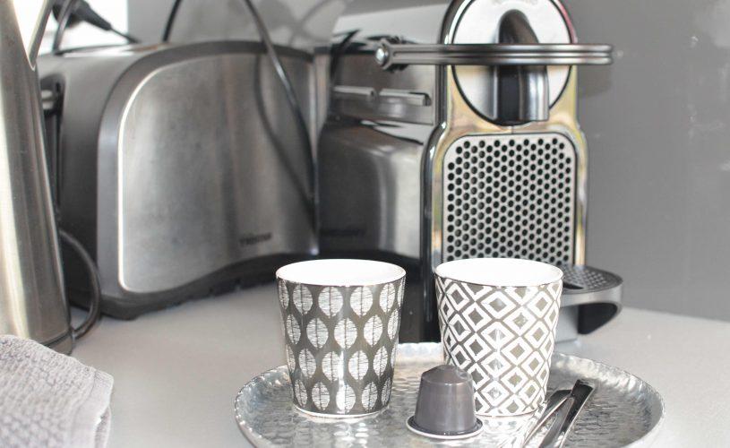 Chambres d'hôtes ile de Ré- Les Petites Terres - Cafetière Nespresso et bouilloire à disposition
